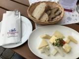 Vielfalt aus Milch: die Käseplatte in der ErlebnisSennerei Mayhofen.